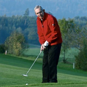 Terry Golfing again after vein surgery.